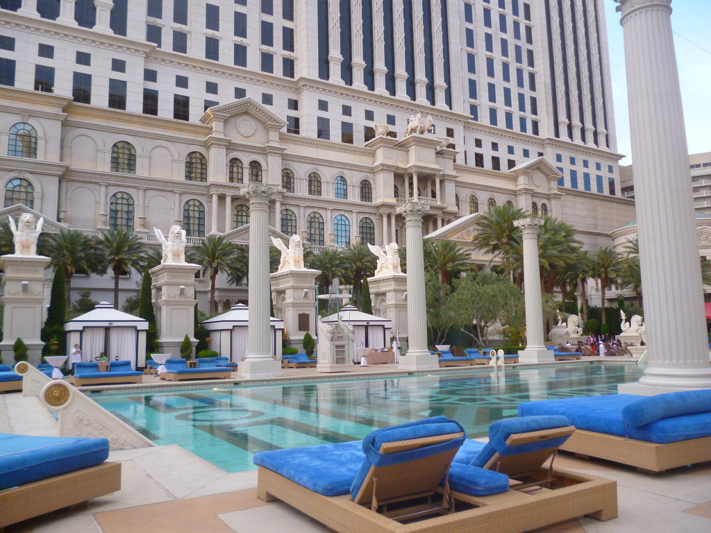 Garden of the gods oasis at caesars palace for Garden of gods pool oasis