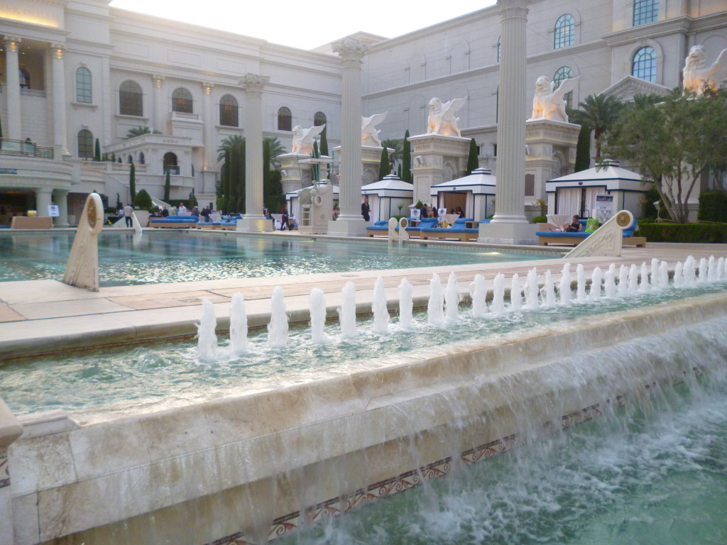 Garden of the gods oasis at caesars palace for Garden oases pool